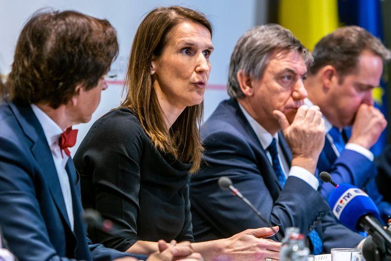 Premier Sophie Wilmès kondigde na het overleg van de Nationale Veiligheidsraad aan dat de regering afraadt dat er nog indoor massa-evenementen met duizend of meer mensen plaatsvinden.