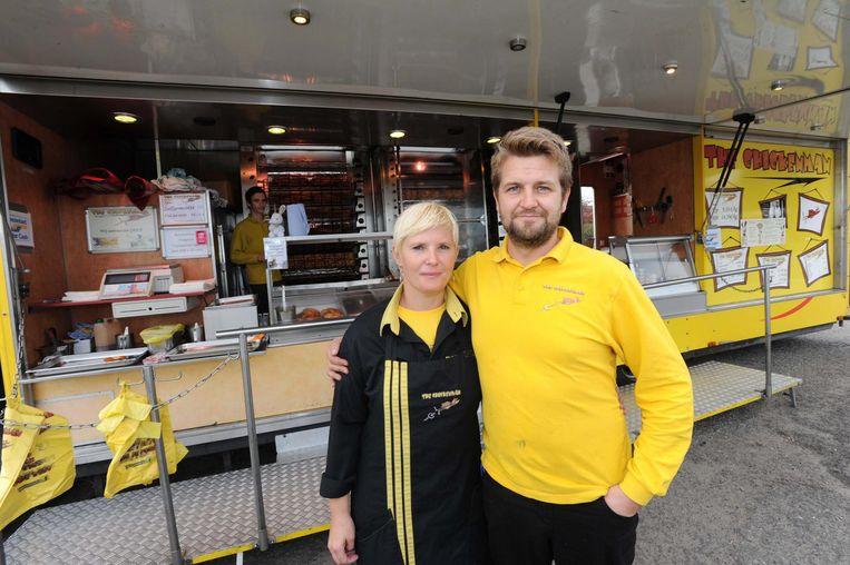 Maaike Verbeiren en Stijn Ameye aan hun kippenkraam The Chickenman.