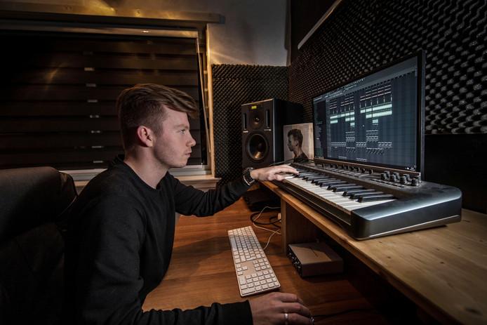 Kevin Snijder bouwde zijn studio thuis in een lege slaapkamer