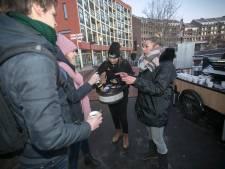 Koffiepraatje tegen eenzaamheid op station Helmond