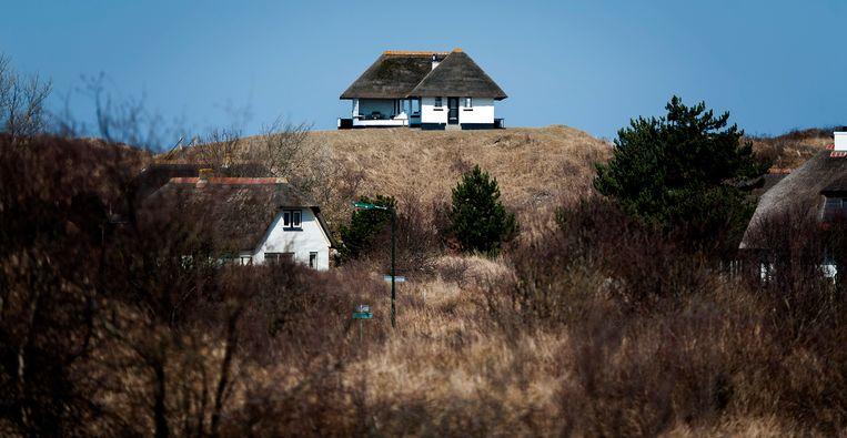 De vakantiehuisjes in de duinen van Schiermonnikoog. Verhuur is op het eiland momenteel toegestaan. Beeld ANP