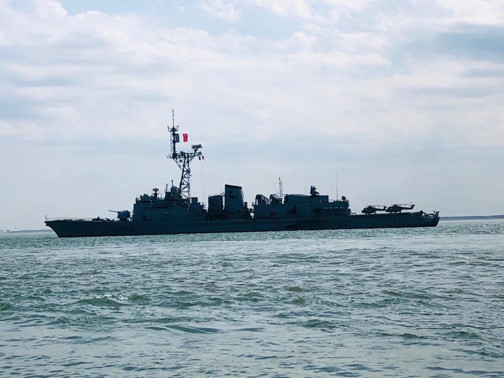 Het Franse fregat FS La Motte-Picquet op de Westerschelde. Elf schepen van de marines van de landen die in 1944 betrokken waren bij de Slag om de Schelde kruisen vandaag op de Westerschelde.