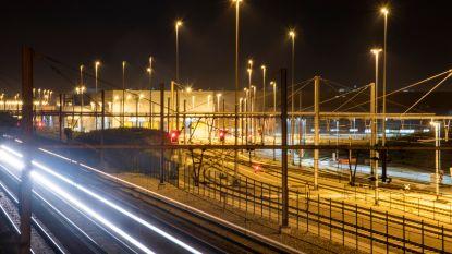 Dag en nacht licht aan NMBS site in Melle
