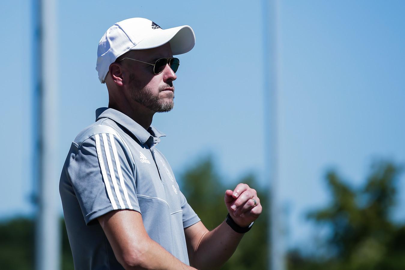 Coach Erik ten Hag van Ajax tijdens de oefenwedstrijd van Ajax tegen Aalborg.