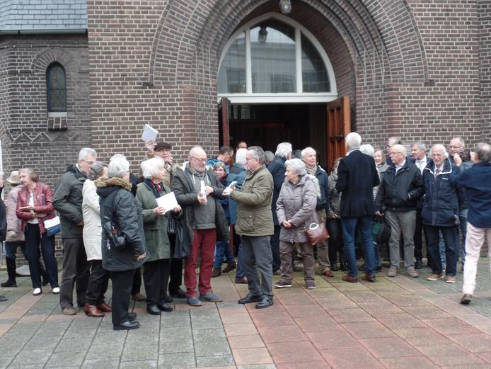 -De H. Nicolaasparochie wil ingrijpende maatregelen nemen om de katholieke kerk in Zoetermeer te vitaliseren.