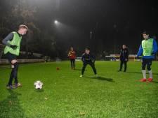 Toewerken naar de herstart van de voetbalcompetitie in  Apeldoorn, hoe doe je dat met deze regels?