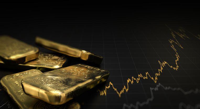 De prijs van goud is woensdag voor het eerst sinds 2013 nog eens voorbij de symbolische grens van 1.500 dollar (1.338 euro) per ounce (31,1 gram) gegaan - het gevolg van onrust op de markten. Goud maakt zijn naam als veilige haven voor beleggers toch waar. Het edelmetaal levert zelf geen rente op, maar door de rentedalingen lopen investeerders weinig opbrengst mis. Zo kan je zelf in goud investeren.