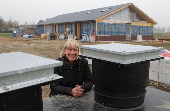 Gerrie Hulsbergen, toen het recreatie- en sanitairgebouw werd gebouwd.