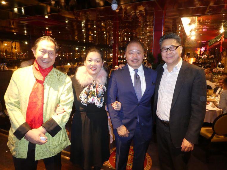 """Het voltallige bestuur van de FER: Hemmy Wong, Xu Wu, Michael Hu en Ming Ip. Wu: """"Chinees eten is hot."""" Beeld Hans van der Beek"""