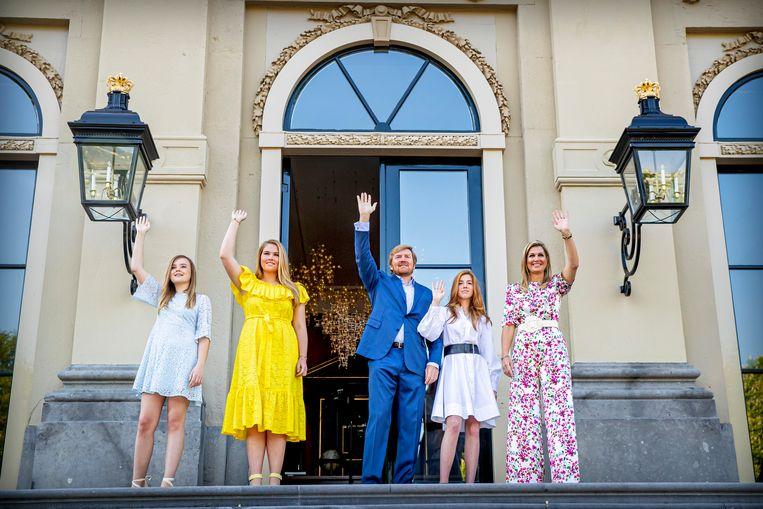 Koning Willem-Alexander, Koningin Maxima en de Prinsessen Amalia, Alexia en Ariane vieren Koningsdag in Paleis Huis ten Bosch Beeld BSR Agency