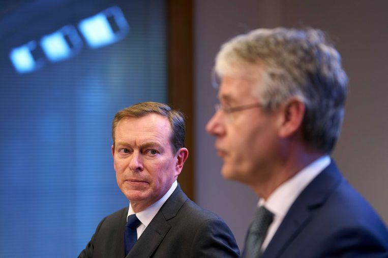 Minister Bruno Bruins en minister Arie Slob maken nieuwe maatregelen bekend.  Beeld ANP