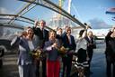 Toast na de doop van de Multratug 32 en 33 in Rotterdam, met vooraan de twee doopsters, minister Cora van Nieuwenhuizen en Heleen Muller-Ribbens.