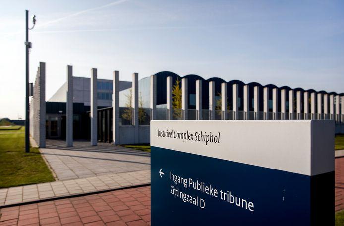 Exterieur van het Justitieel Complex Schiphol.