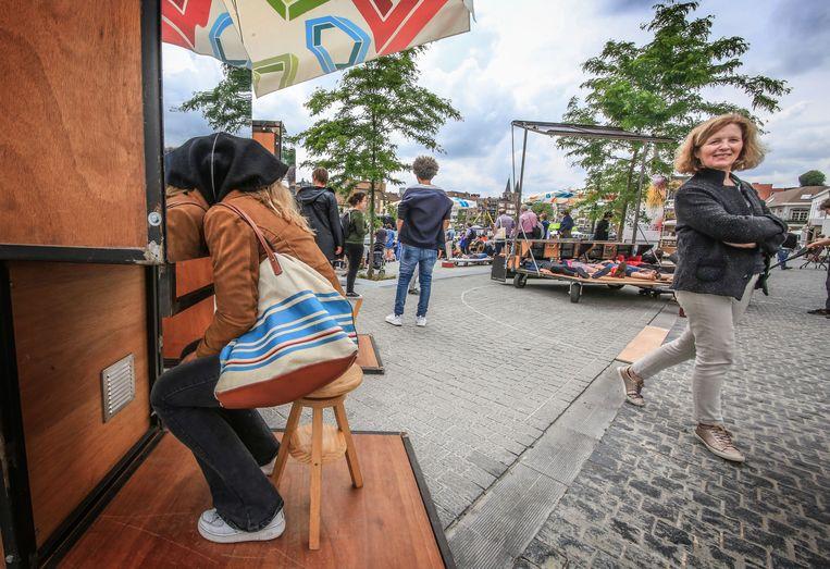 Studio Cité van Benjamin Vandewalle nodigt voorbijgangers uit om de stad te bekijken vanuit een ander perspectief. Met een hele reeks kijkdozen en andere installaties ervaar je de stad als nooit voorheen. Benjamin Vandewalle is één van de urban creatives in residentie op Buda-eiland.