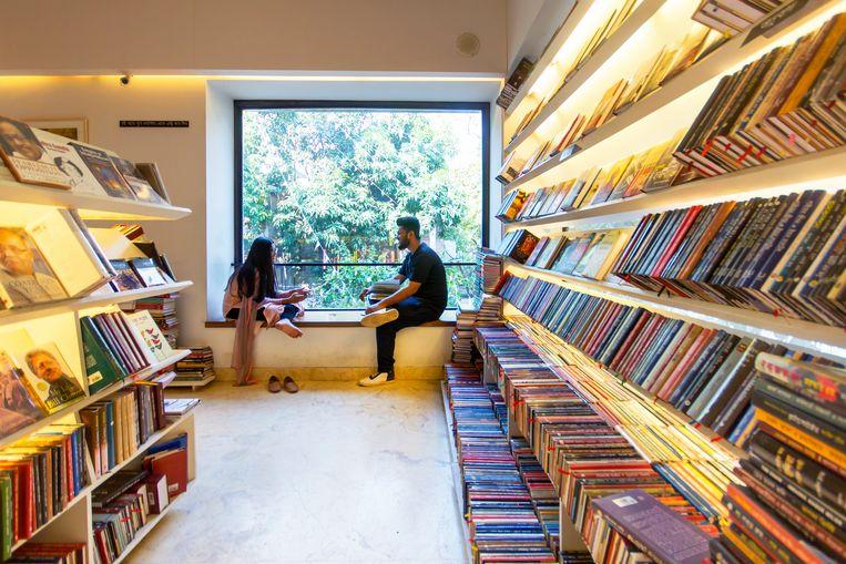 Boekwinkel Bengal Boi biedt  veel plekken waar bezoekers ongestoord kunnen zitten en lezen. Beeld null