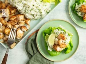 Wat Eten We Vandaag: Sla-bakjes met Mexicaanse vis en korianderrijst