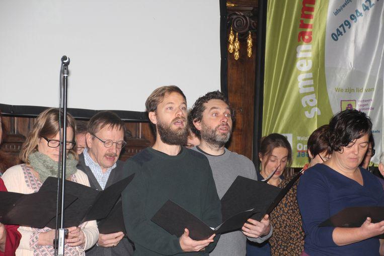 Een 30-tal Aaigemnaren vormden een gelegenheidskoor.