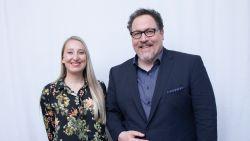 """INTERVIEW. 'The Lion King'-regisseur Jon Favreau blij met sterrencast: """"Het duet in de studio zal ik niet snel vergeten"""""""