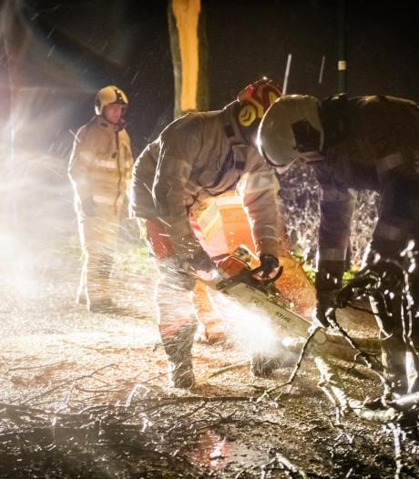 Hulpdiensten hebben in Utrecht handen vol aan winterstorm Ciara