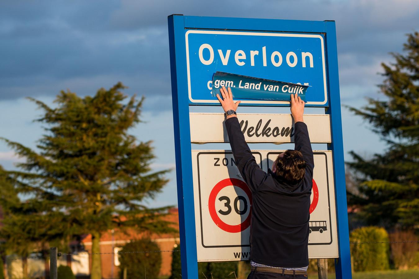 Plaatsnaamborden zullen na de fusie tussen Cuijk, Boxmeer en Sint Anthonis zijn voorzien van de toevoeging Gemeente Land van Cuijk. The Youg Talent Group had dat een paar jaar geleden al voorzien en plakte overal stickers op de borden.