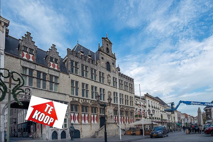 Stadhuis te koop