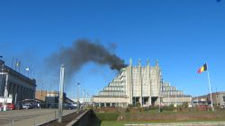 Dakbrand Paleis 5 op de Heizel geblust: geen gewonden