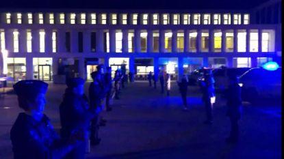 Politiepatrouilles applaudisseren voor personeel AZ Groeninge