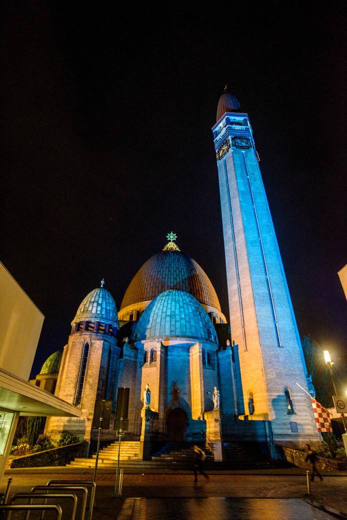 Niet te missen, ook de toren van de St. Jan de Doper staat een maand in de schijnwerpers.