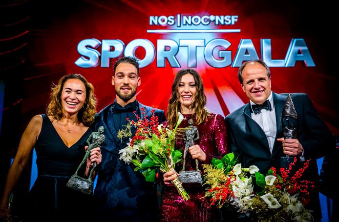 Vlnr: Bibian Mentel, Kjeld Nuis, Suzanne Schulting en Jan Orie bij het NOC*NSF-gala.
