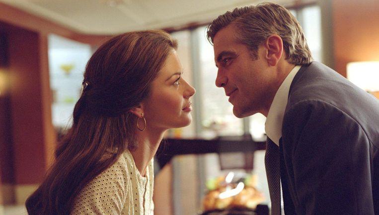 Catherine Zeta-Jones en George Clooney in Intolerable Cruelty. Beeld