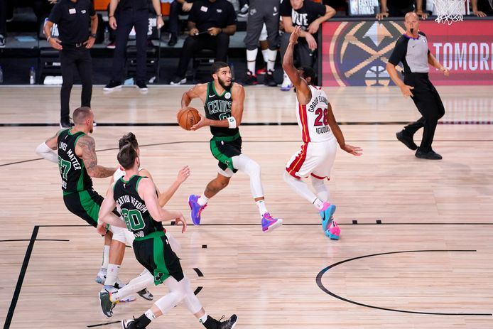Jayson Tatum van Boston Celtics aan de bal.