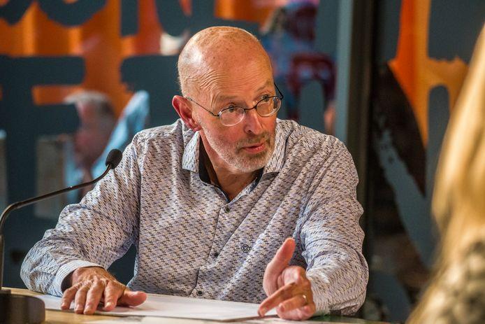 René Domburg aan het woord over zijn plan voor de herinrichting van het marktplein in Hengelo.
