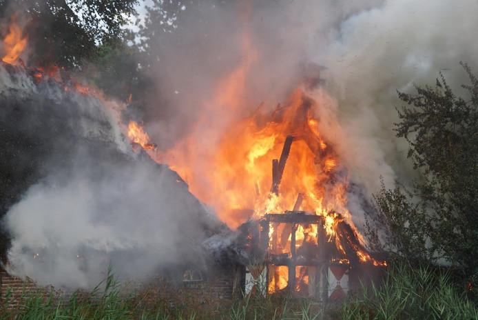Grote woningbrand in Elshout.