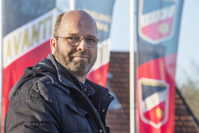 Barry Siero voorzitter van Avanti Wilskracht. Verhaal over de omnisportverenigingen Avanti Wilskracht. Die zou activiteiten ontwikkelen voor asielzoekers. Nu die niet komen wordt project Noabersport doorontwikkeld in stadsdeel oost.