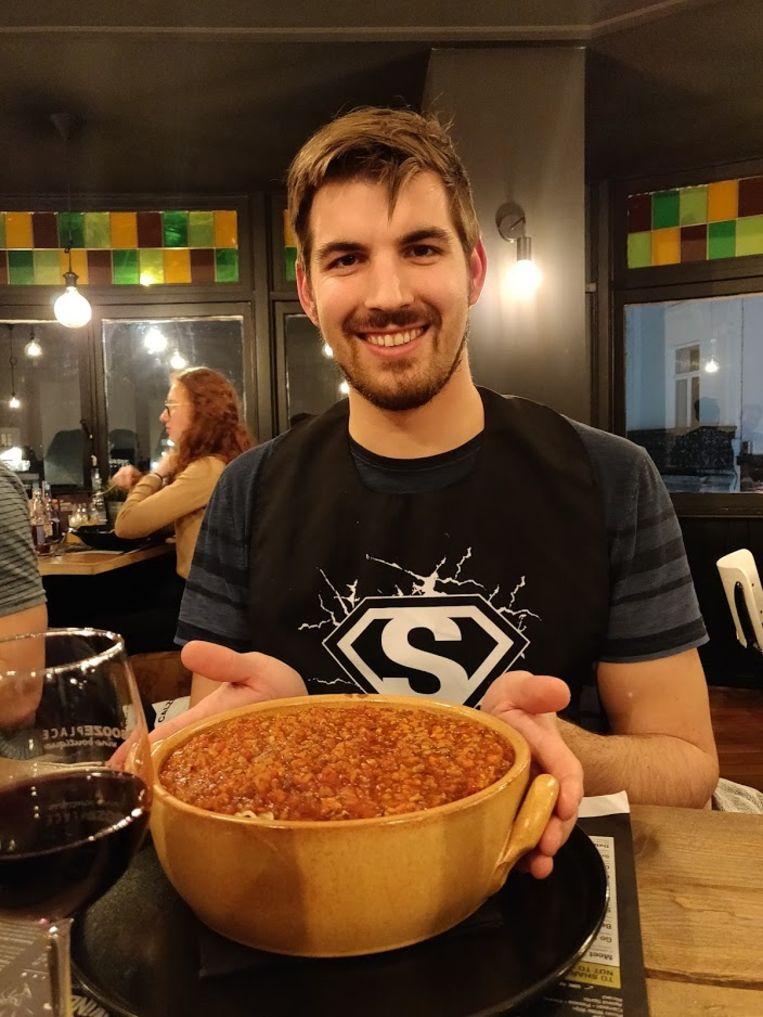 Bekend in Mister Spaghetti: de XL-challenge. Binnen de 30 minuten 2,3 kilogram spaghetti met saus opeten
