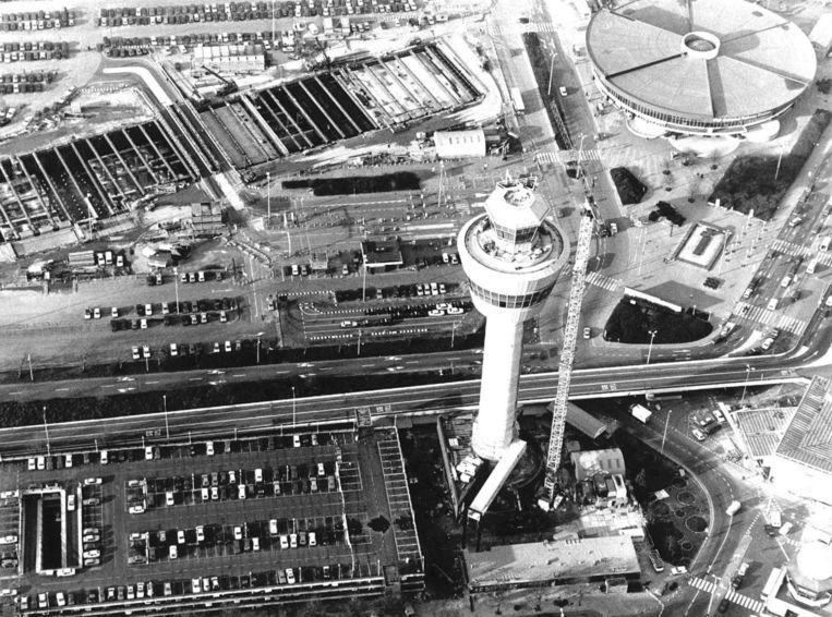 Luchtfoto genomen tijdens de bouw van de verkeerstoren in 1990. Beeld anp