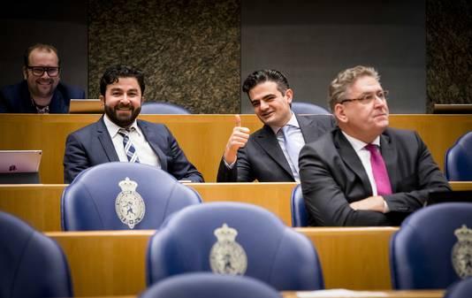 Tunahan Kuzu (Groep Kuzu/Ozturk), Selcuk Ozturk (Groep Kuzu/Ozturk) en Henk Krol (50plus) tijdens het vragenuurtje in de Tweede Kamer.