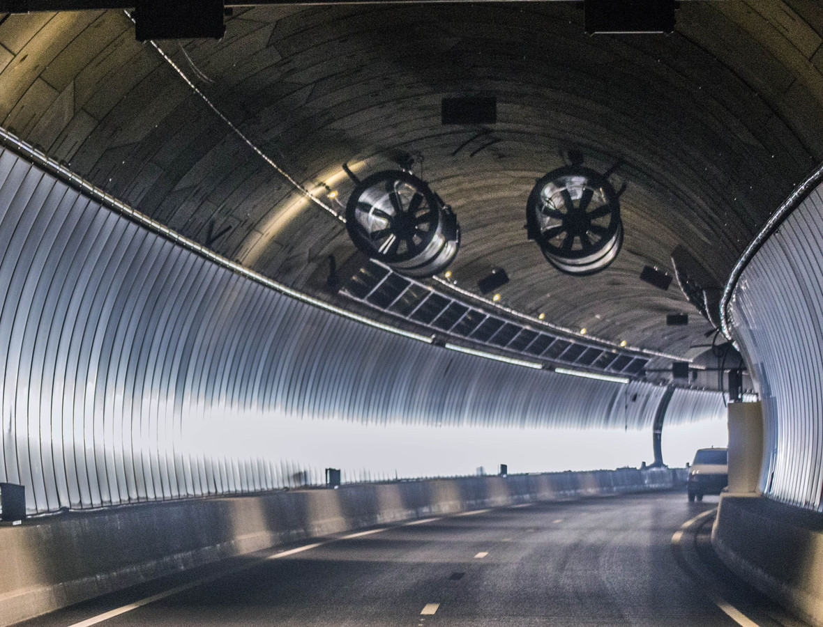 Het blijft nog even stil in de tunnel.