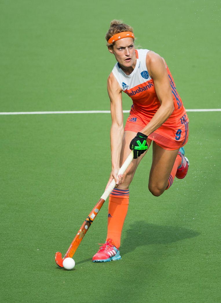 Carlien Dirkse van den Heuvel (Ned) eind juni in actie tijdens de laatste poulewedstrijd, Nederland-Italie (5-0) bij de Hockey World League. Beeld ANP