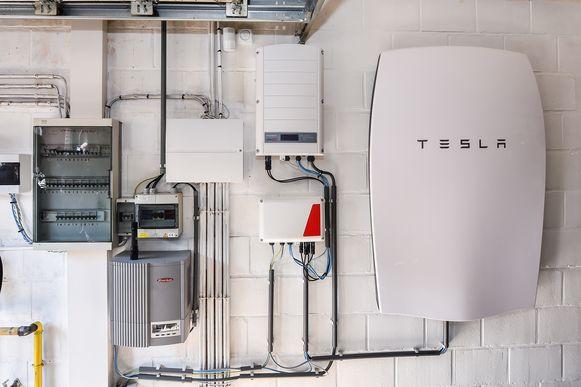 De Tesla Powerwall, een voorbeeld van een thuisbatterij.