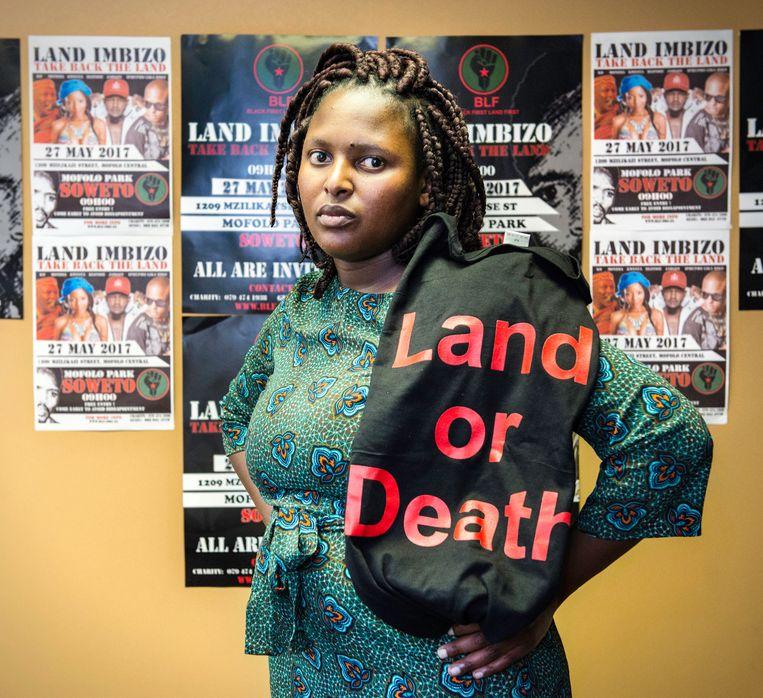 Het kan Zanele Lwana weinig schelen dat witte Zuid-Afrikanen haar beweging agressief vinden. Beeld Bram Lammers