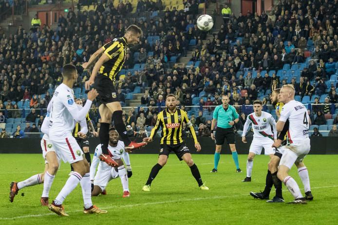 Matt Miazga, scorend met de kop tegen ADO Den Haag.