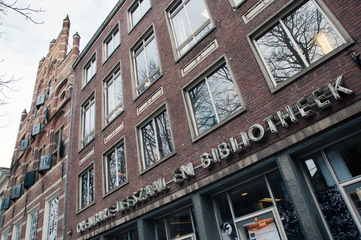 De voormalige bibliotheek van Deventer aan de Brink staat al tijden leeg.