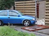 Auto crasht in schutting in Honselersdijk