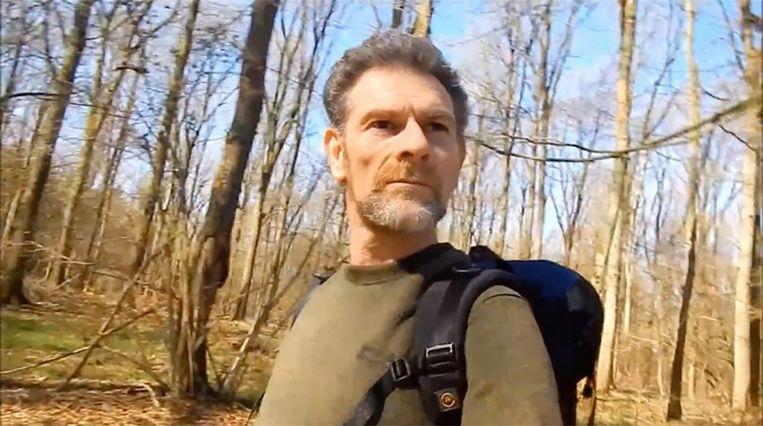 Jos Brech in een van zijn bushcraftvideo's