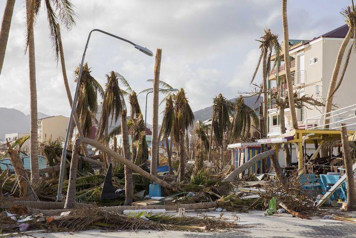 Ravage in de straten van Philipsburg op het eiland Sint Maarten dat twee jaar geleden zwaar getroffen werd door orkaan Irma. De wederopbouw op het Franse deel is de kiem van de onrust in het noordelijk deel van het eiland.