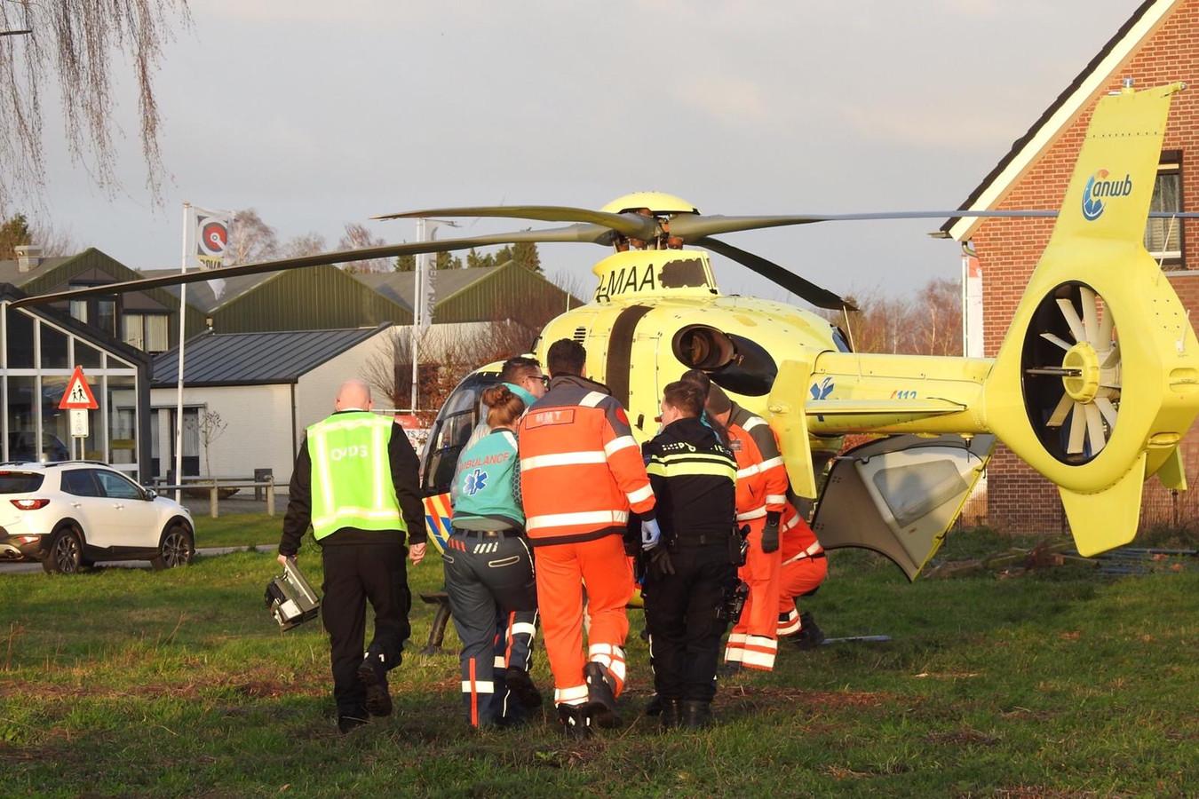 Een traumahelikopter landde in de buurt van het ongeluk in Budel.