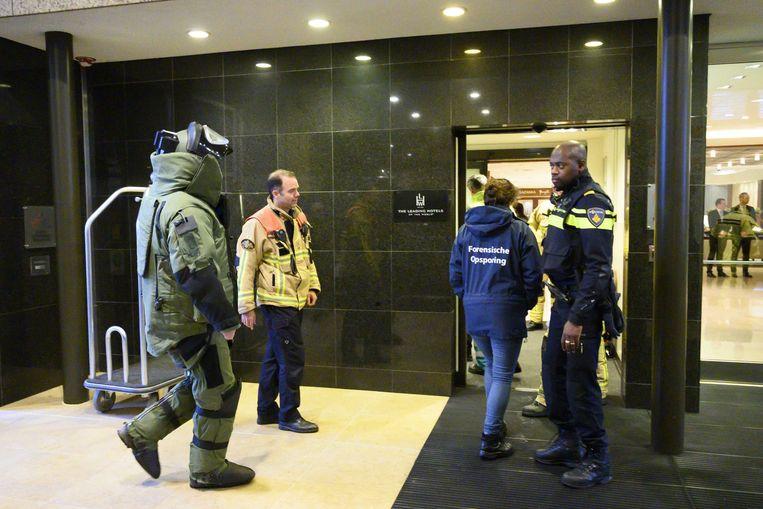 Vorige maand kwam ook al een bombrief aan in een hotel in Amsterdam. De politie houdt er rekening mee dat het om dezelfde dader gaat.