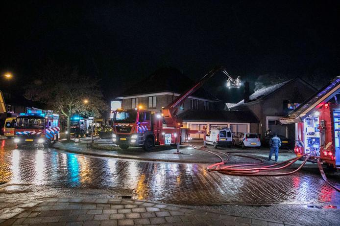 Maar liefst drie spuitwagens moesten er aan te pas komen in de nacht van dinsdag op woensdag om een woonstudio in het centrum van Eerbeek te blussen.