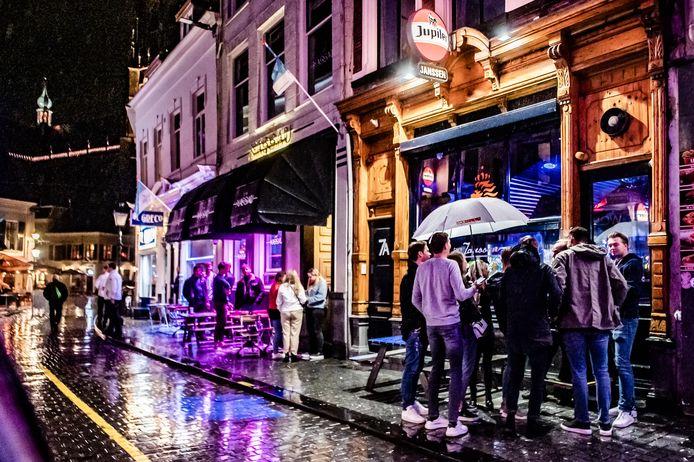 De uitgaansavond in Breda is verandert in coronatijd.